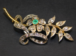 brooch silver and yellow gold 18 Ct 750 ! Emerald 0,35 Rosettes diamonds 1 ct